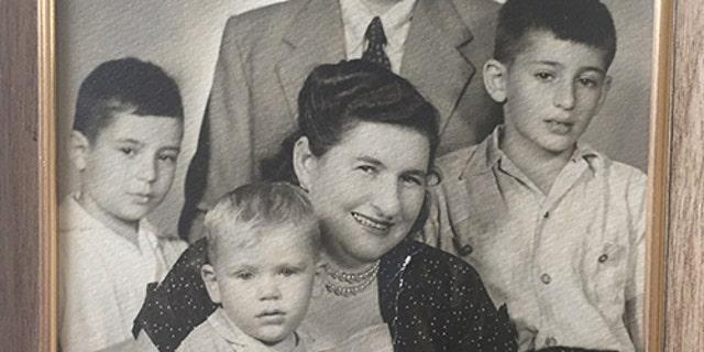 A 1957 photo of Regina Zlotnik and family.