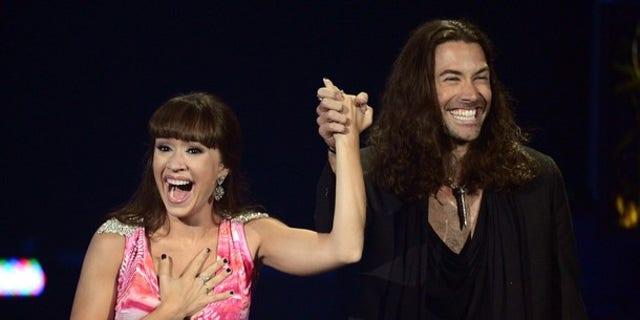 Ace Young proposes to fellow 'Idol' alum Diana DeGarmo.