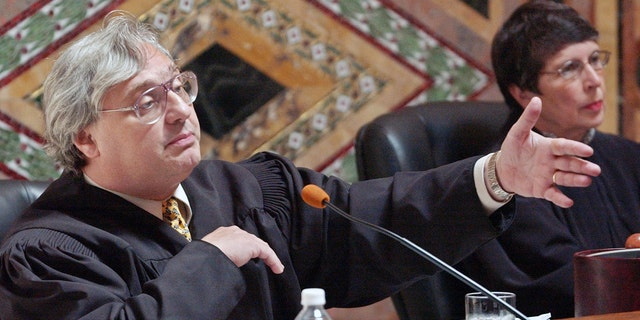 Alex Kozinski, pictured in 2003, served as chief judge on the U.S. Court of Appeals for the Ninth Circuit