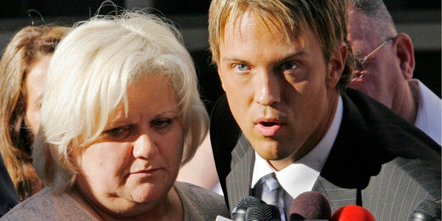 Anna Nicole Smith's mother Virgie Arthur (L) and Larry Birkhead speak outside Broward County Circuit Court in Ft. Lauderdale February 22, 2007, after the judge handed down the decision to release Smith's body and allow it to be taken to the Bahamas, Florida to be buried beside her son.