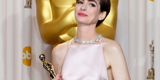 Anne Hathaway, best supporting actress winner for her role in 'Les Miserables,' poses with her Oscar at the 85th Academy Awards in Hollywood, California February 24, 2013.