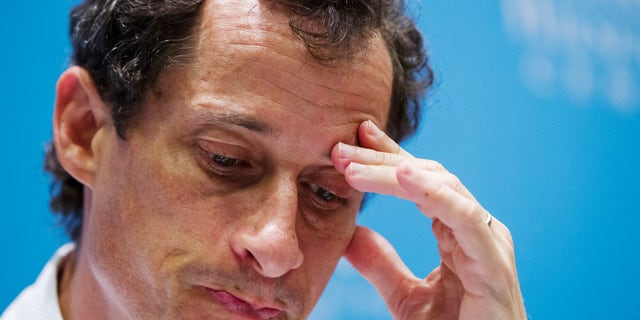 Anthony Weiner, a former U.S. congressman from New York and current democratic candidate for New York City Mayor, listens to fellow candidates speak at a debate held at the Museum of Tolerance in New York August 14, 2013.  REUTERS/Lucas Jackson (UNITED STATES - Tags: POLITICS HEADSHOT ELECTIONS) - RTX12LUY