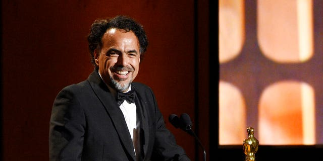 "Mexican director Alejandro Gonzalez Inarritu accepts a Special Award Oscar for his virtual reality installation ""Carne y Arena."