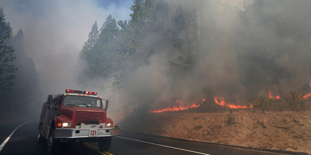 The California Department of Forestry and Fire Protection says a firefighter has been killed while battling a wildfire near Yosemite National Park.
