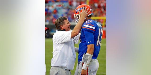 Florida head coach Jim McElwain talking on the sideline with quarterback Feleipe Franks on Saturday.
