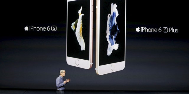 Apple CEO Tim Cook introduces the iPhone 6s and iPhone 6s Plus during an Apple media event in San Francisco, California, Sept. 9, 2015. (Reuters/Beck Diefenbach)