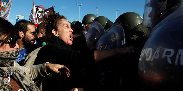 Protestors clash with Argentine gendarmerie as they block a road during a 24-hour national strike in Buenos Aires, Argentina, April 6, 2017.