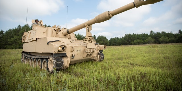 U.S. Army Wisconsin National Guard Soldiers from the 1-426 Field Artillery Battery operate an M109A6 Paladin Howitzer at Fort McCoy, Wis., August 18, 2018. (Photo by Spc. John Russell/U.S. Army)
