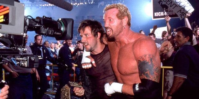 David Arquette poses with pro wrestler Diamond Dallas Page.