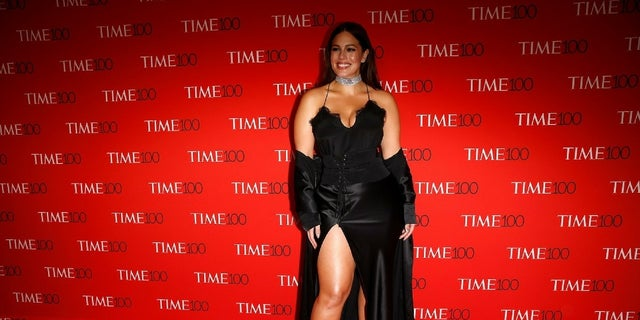 Ashley Graham called on the beauty industry to feature more curvy models in their ads.