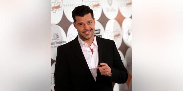 """El cantante puertorriqueño Ricky Martin llega a la gala de los """"50 más bellos"""" de la revista People en Español el martes 15 de mayo del 2012 en Nueva York. Martin no habló con los periodistas. (Foto AP/Jason DeCrow)"""