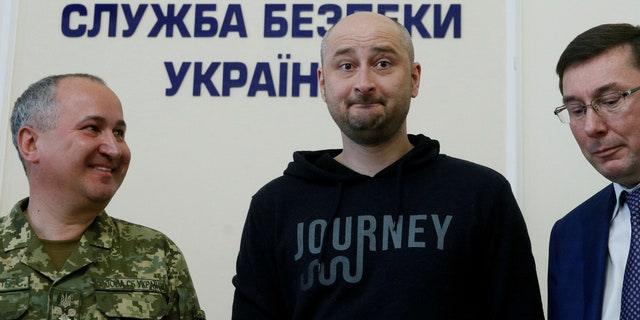 Russian journalist Arkady Babchenko (C), who was reported murdered in the Ukrainian capital on May 29, Ukrainian Prosecutor General Yuriy Lutsenko (R) and head of the state security service (SBU) Vasily Gritsak attend a news briefing in Kiev, Ukraine May 30, 2018.