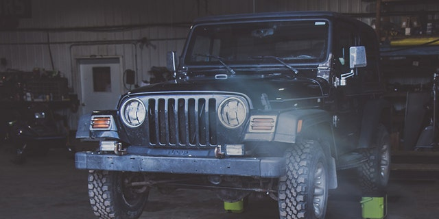 OXX COFFEEBOXXes supporting a jeep (OXX)