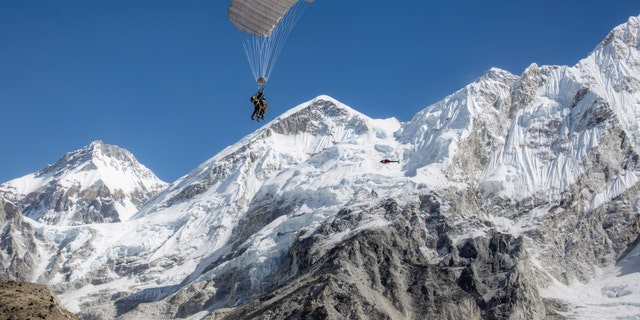 CPS Everest Skydive 2016 Fall Expedition (Complete Parachute Solutions).