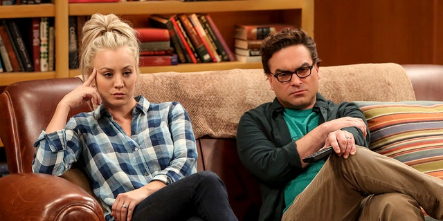 """""""The Geology Methodology"""" – Pictured: Penny (Kaley Cuoco) and Leonard Hofstadter (Johnny Galecki). Sheldon and Bert collaborate on a research project, despite Sheldon's embarrassment. Also, Penny and Bernadette coach Koothrappali on how to navigate his relationship with Ruchi (Swati Kapila), on THE BIG BANG THEORY, Thursday, Nov. 9 (8:00-8:31 PM, ET/PT), on the CBS Television Network. Photo: Michael Yarish/Warner Bros. Entertainment Inc. © 2017 WBEI. All rights reserved."""