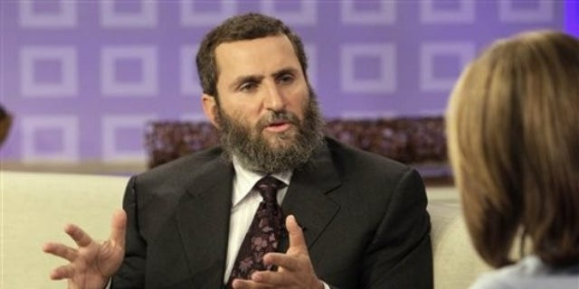"""Rabbi Shmuley Boteach is interviewed by NBC """"Today"""" television program co-host Meredith Vieira in New York Tuesday, Sept. 29, 2009 (AP Photo/Richard Drew)"""