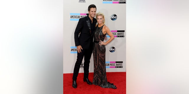 Luke Bryan poses with his wife.