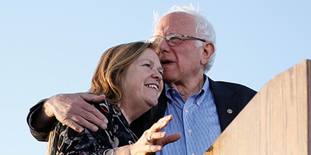 U.S. Democratic presidential candidate Bernie Sanders and embraces his wife Jane on stage during a rally in Vallejo, California, May 18, 2016.  REUTERS/Stephen Lam - RTSEY2E