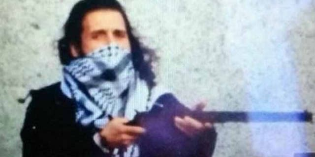 Police sources confirmed to the CBC that this image tweeted from an ISIS account depicts Michael Zehaf-Bibeau. (Twitter)