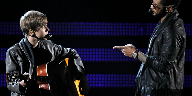 """Canadian singer Justin Bieber (L) and Usher perform """"Talk Baby"""" at the 53rd annual Grammy Awards in Los Angeles, California February 13, 2011.  REUTERS/Lucy Nicholson (UNITED STATES - Tags: ENTERTAINMENT) (GRAMMYS-SHOW) - RTR2IKDH"""