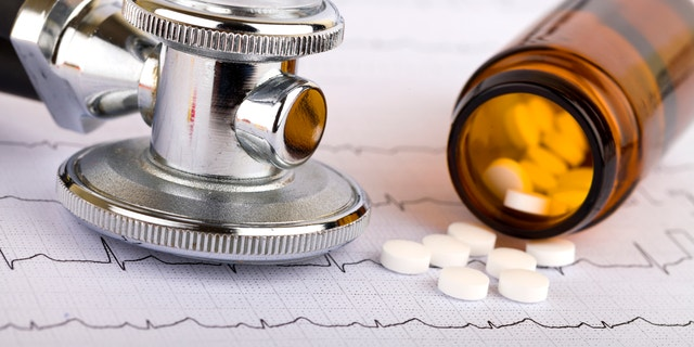 Picture of a whitel pills capsules and stethoscope