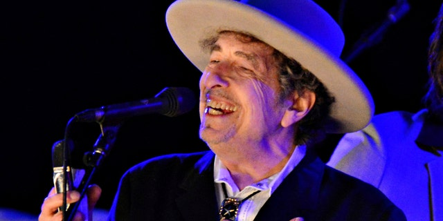 Bob Dylan's artwork to be displayed in the U.S. this year.jpg