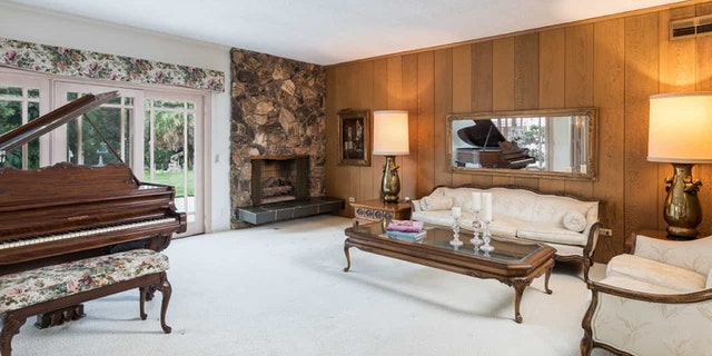 The actual interior does, however, features wood-paneled walls and a rock fireplace like the series.