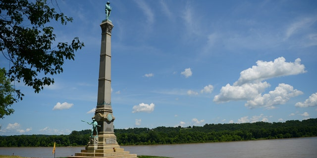 A memorial to Confederate soldiers stands on the banks of the Ohio River in Brandenburg, Kentucky, U.S. May 29, 2017. The memorial was recently removed from the campus of the University of Louisville. REUTERS/Bryan Woolston - RC19639698A0