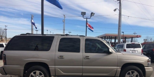 A photo of a similar vehicle, 2003 GMC Yukon LX with black rims, (not the same one) that the Hart family was in before the deadly crash.