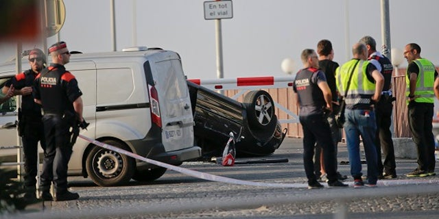 A Spanish police officer killed four suspects who carried out the terror attack in the Catalan seaside town of Cambrils, an officer said.