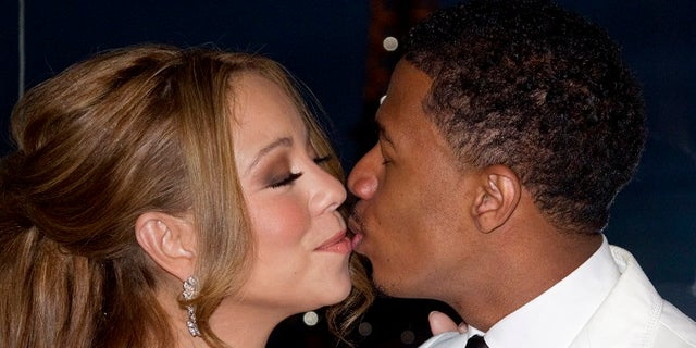 Musician Mariah Carey and husband Nick Cannon attend a photo call near the Eiffel Tower before their vow renewal ceremony in Paris April 27, 2012. REUTERS/Gonzalo Fuentes (FRANCE - Tags: ENTERTAINMENT) - RTR31BER