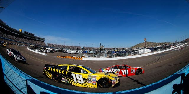AVONDALE, AZ - MARCH 13: Kyle Busch, driver of the #18 Skittles Toyota, races Carl Edwards, driver of the #19 Stanley Toyota, during the NASCAR Sprint Cup Series Good Sam 500 at Phoenix International Raceway on March 13, 2016 in Avondale, Arizona. (Photo by Jonathan Ferrey/NASCAR via Getty Images)