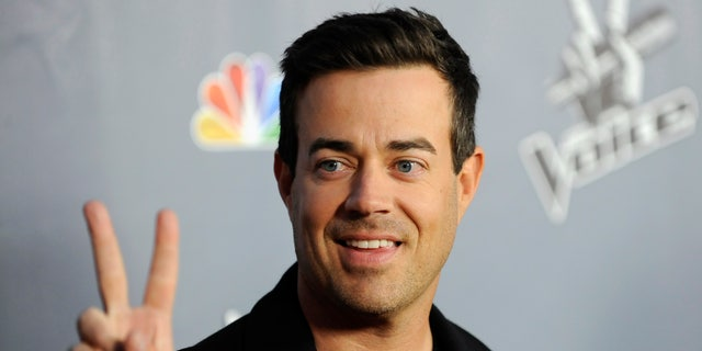 """Television personality and """"The Voice"""" host Carson Daly arrives at the """"The Voice"""" Season 4 premiere screening in Los Angeles, California March 20, 2013. REUTERS/Gus Ruelas (UNITED STATES - Tags: ENTERTAINMENT) - RTR3F96O"""