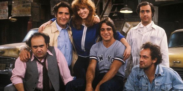 Danny DeVito, Judd Hirsch, Marilu Henner, Tony Danza, Andy Kaufman, Christopher Lloyd.
