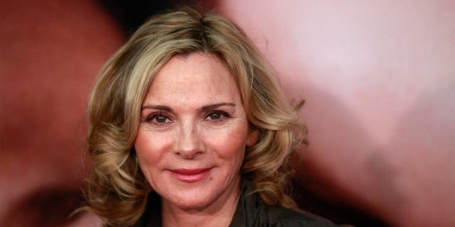 """Actress Kim Cattrall arrives for the premiere of the film """"The Five-Year Engagement"""" to begin the 2012 Tribeca Film Festival in New York, April 18, 2012. The premiere of the film starring Jason Segel and Blunt, by the same team behind """"Forgetting Sarah Marshall,"""" kicked off the festival which is entering its second decade with organizers promising a broader quality of films from all regions of the world. REUTERS/Lucas Jackson (UNITED STATES - Tags: ENTERTAINMENT) - GM1E84J0WKP01"""