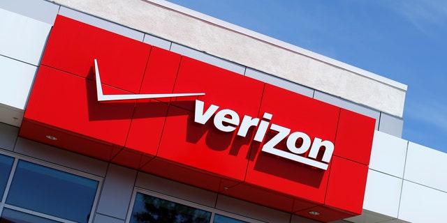 File photo: The logo of Dow Jones Industrial Average stock market index listed company Verizon is seen at a retail store in San Diego, California April 21, 2016. (REUTERS/Mike Blake)