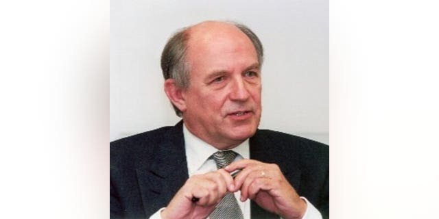 Controversial libertarian social scientist Charles Murray was met by angry protesters when he tried to speak at Middlebury College.