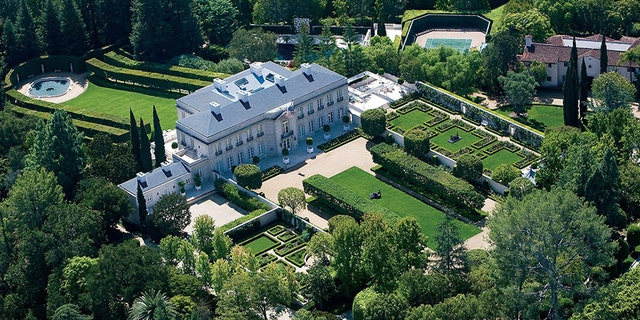 Lachlan Murdoch buys Beverly Hillbillies home in Los Angeles for $ 218 million