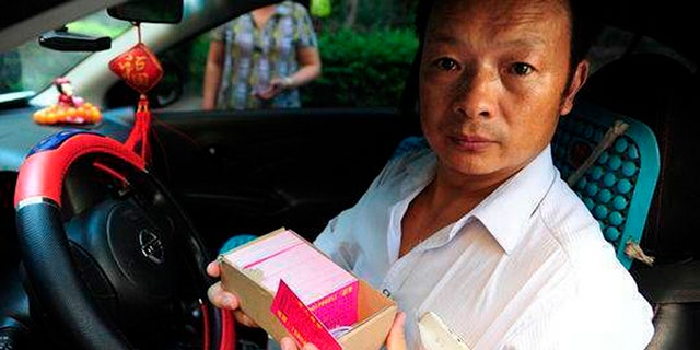 Wang Mingqing tirelessly searched for his daughter, even taking a job as a taxi driver to cover more ground.