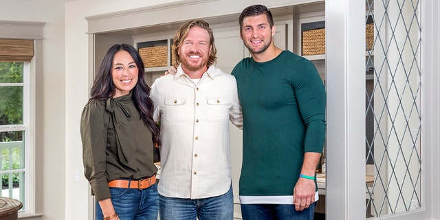 Westlake Legal Group chip-and-joanna-gaines-tim-tebow-handout Tim Tebow praises Chip and Joanna Gaines' 'strong faith,' 'incredible hearts' in TIME 100 tribute fox-news/person/tim-tebow fox-news/news-events/chip-and-joanna-gaines fox-news/entertainment/tv fox-news/entertainment/genres/faith fox-news/entertainment/celebrity-news fox news fnc/entertainment fnc article Ann Schmidt 75fa0eef-2e35-5189-bdbc-fa9e13204c8d