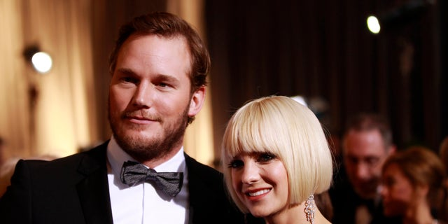 "Actor Chris Pratt from the best picture nominated film ""Moneyball"" and his girlfriend actress Anna Faris arrive at the 84th Academy Awards in Hollywood, California, February 26, 2012.   REUTERS/Lucas Jackson   (UNITED STATES) (OSCARS-ARRIVALS) - RTR2YIDY"