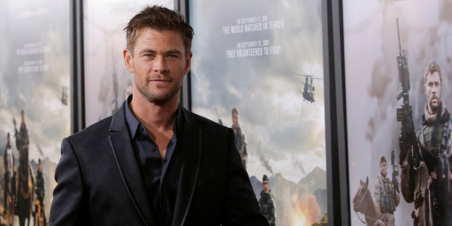 """Actor Chris Hemsworth attends the world premiere of """"12 Strong"""" in Manhattan, New York City, U.S. January 16, 2018. REUTERS/Andrew Kelly - RC172E9FF140"""