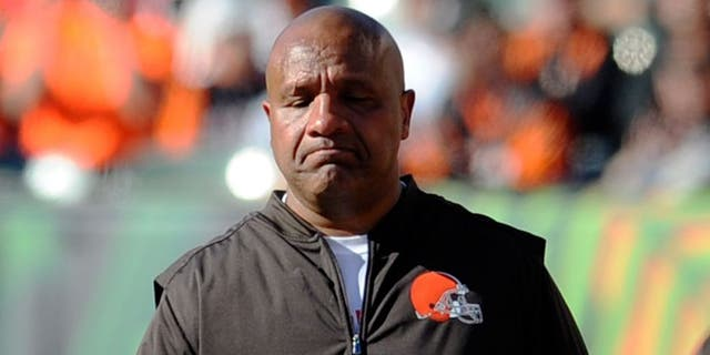 CINCINNATI, OH - OCTOBER 23, 2016: Head coach Hue Jackson of the Cleveland Browns walks along the sideline during a game against the Cincinnati Bengals on October 23, 2016 at Paul Brown Stadium in Cincinnati, Ohio. Cincinnati won 31-17. (Photo by Nick Cammett/Diamond Images/Getty Images)