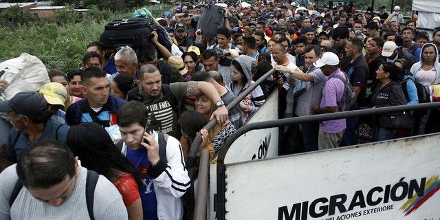 Venezuelans queueing to try to cross into Colombia from Venezuela through Simón Bolívar international bridge in Cúcuta, Colombia