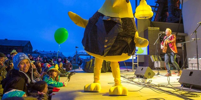 The 400-pound Peep is constructed out of fiberglass and dropped at 5:15 p.m. to ring in the new year.