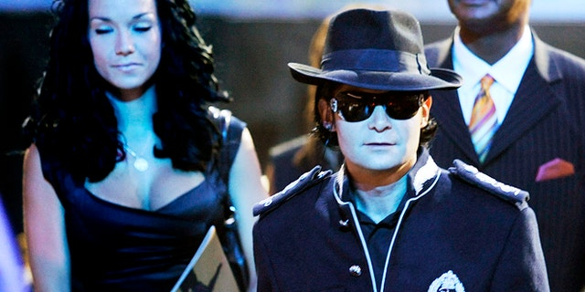 "Actor Corey Feldman arrives at the memorial service for Michael Jackson at the Staples Center in Los Angeles July 7, 2009. Michael Jackson's family and close friends held a private service at a Los Angeles cemetery on Tuesday as fans crowded into the city's downtown area for a star-packed public memorial to the ""King of Pop.""  REUTERS/Wally Skalij/Pool     (UNITED STATES) - RTR25F4M"