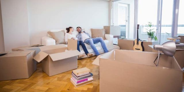 couple-moving-in
