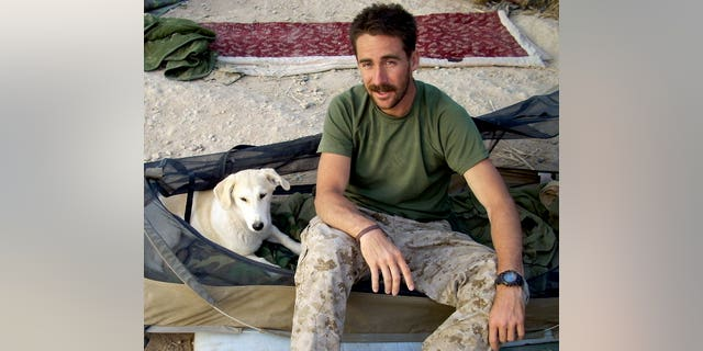 While serving with the Marines in Afghanistan, Craig Grossi befriended Fred, a peculiar, obedient dog.