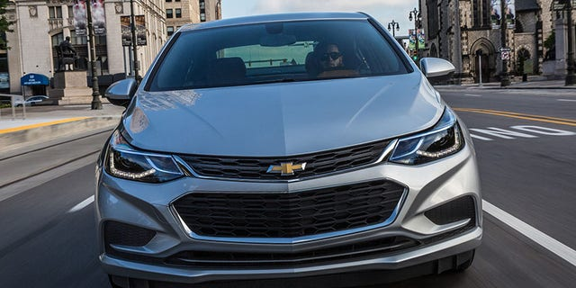 2018 Chevrolet Cruze Sedan Diesel offers up to an EPA-estimated 52 mpg highway — the highest highway fuel economy of any non-hybrid/non-EV in America.