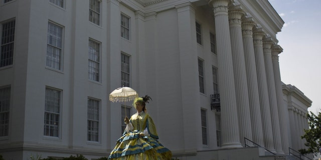 A member of the United Daughters of the Confederacy in front of the Alabama capitol building during a Confederate Memorial Day ceremony in Montgomery, Alabama on 27 April 2015.